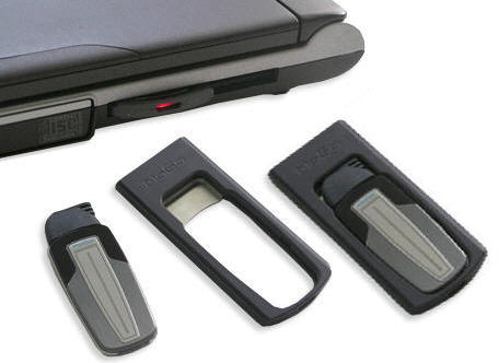 Ultraflaches Bluetooth Headset mit Ladeadapter passt in den X34 oder X54 ExpressCard Steckplatz von Notebooks worin das Headset transportiert und geladen werden kann